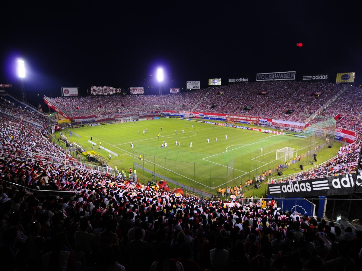 Fútbol en el Estadio Defensores del Chaco